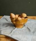 Testje met eieren en blauw doek. afm. 35x40 cm