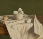 Witte eieren op crèmekleurige doek. 45x50 cm